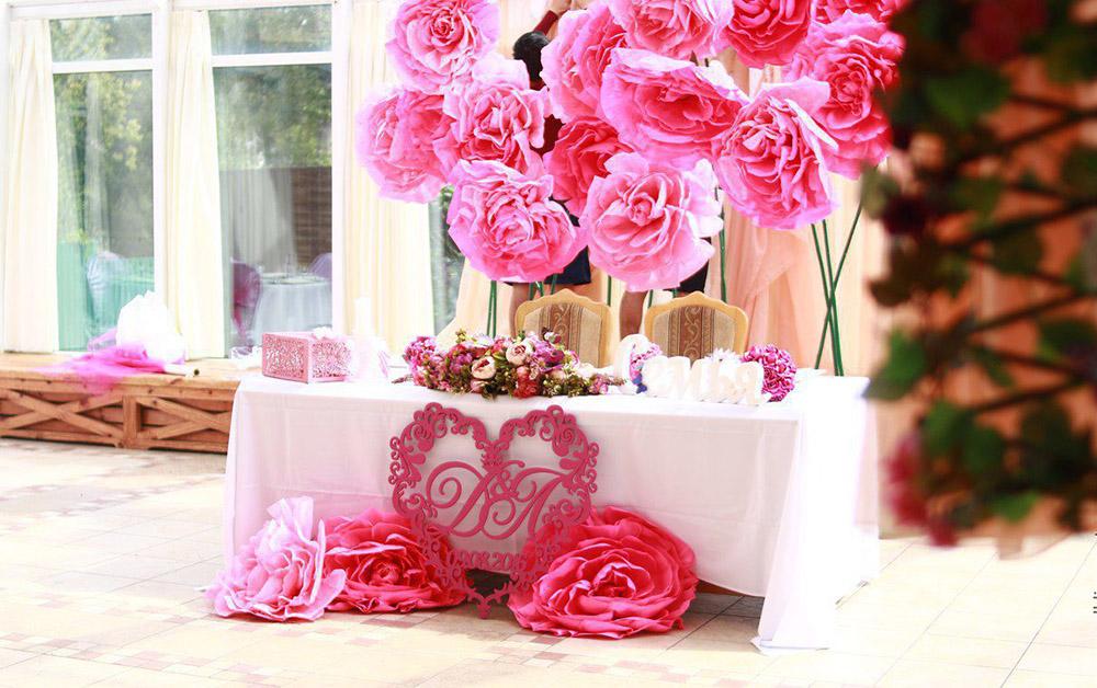 праздничное оформление зала цветами